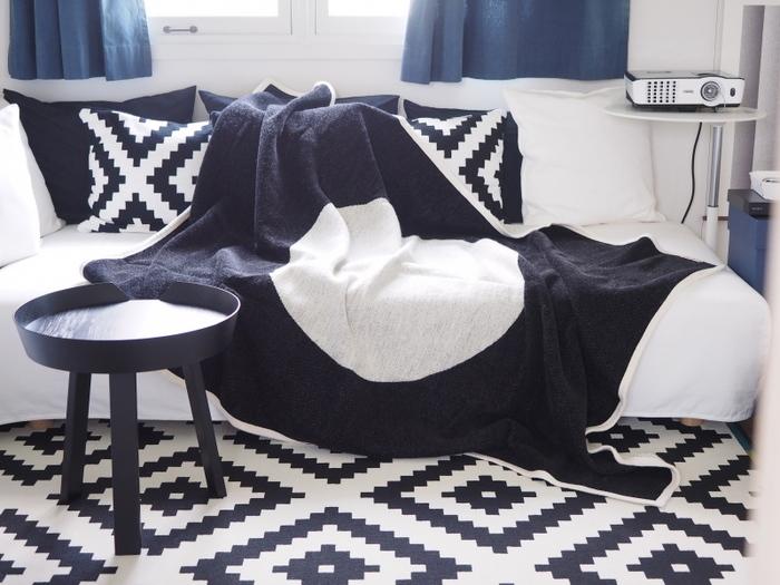 ゆったりとしたソファにふわふわのブランケットを広げて、お昼寝したら最高のおうち時間が過ごせそうです。