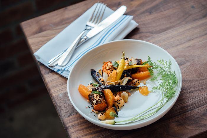 秋の恵みをふんだんに取り入れたお料理に使いたい北欧の雰囲気漂う皿は見つかりましたか?デザインやちょっとした深さの違い、カラーバリエーションの豊富さなどなど、お皿選びを楽しんでみてください。この秋に、とっておきの可愛い北欧皿を買い足すも良し、いつものお皿で丁寧に盛り付けるのも良し、あなたのアレンジ次第で秋の味覚を満喫しましょう。