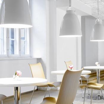 日照時間が短い北欧では、生活の中に「照明」は欠かせない存在。高い機能性とシンプルで美しいデザインの照明器具は、室内での生活を快適にするための大切なインテリアなんです。