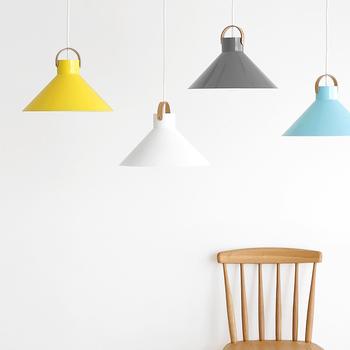 """お部屋の雰囲気がグッと明るくなるカラーリングがおしゃれなGallery & Shop """"DO""""のペンダントライト。職人の手によって、1つ1つ丁寧に作られています。"""