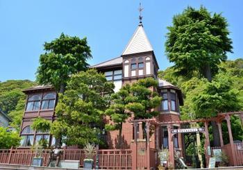 神戸・北野の異人館と言えば、外せないのがこの「風見鶏の館」。屋根の上に風見鶏が付いていることからネーミングされました。 神戸のランドマークの一つで、神戸のお土産などにもモチーフが採用されることもしばしば。
