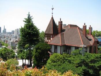 幕末の1868年(慶応3年)に開港した神戸。2017年の今年は開港150年を迎えます。その開港当時の面影を感じさせてくれるのが、神戸・北野の異人館街。その価値を評価されない時代にかなり多くの建物が取り壊されてしまったものの、今なお18館の異人館が公開されています。