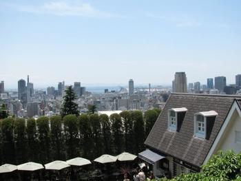 異人館がある北野の街は高台にあるので、窓の外には神戸の景色が見下ろせます。