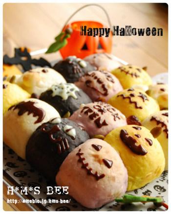 人気のちぎりパンは、パンプキン・ココア・紫芋のパウダーで色付けしてハロウィンバージョンに。かわいく顔を描いたら、食べるのがもったいないくらい。