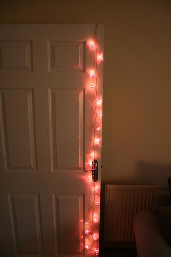 お部屋の入り口に光をちりばめて。どんな楽しい空間が待っているのか、ワクワクしてきます。