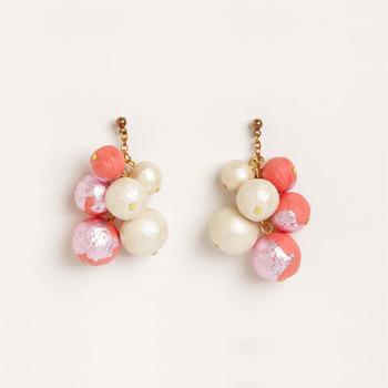 ピンク×ホワイトの色違いも、女性らしい印象が強くて素敵です。