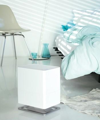こちらは衛生的かつ経済的な気化式加湿器。フレグランスホルダーにアロマオイルを垂らせば、お部屋にアロマの香りが広がります。リラックスでいるお部屋づくりにぴったりのアイテムです。