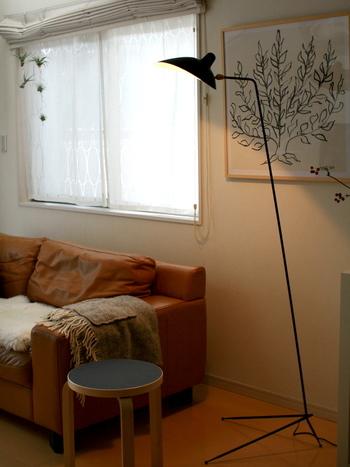 お部屋があまりにも明るすぎると逆に疲れてしまうことも…!思いっきりリラックスしたいなら、メインとなる照明の明るさを落として、代わりに間接照明を上手に利用しましょう。