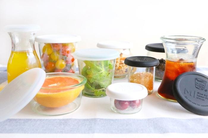 ドイツで最も有名なガラスキャニスター、「WECK(ウェック)」。保存瓶としての実用性の高さと使い勝手の良さに、日本でも一躍ヒット商品になりました。「WECK」の便利さと楽しさを生活の色んなシーンに広げようと、様々なツールを提案、発信する日本企画のブランド「WITH WECK」まで登場。こちらのシリコン製キャップは、WECKのキャニスターにぴったりはまり、横に倒しても漏れない設計。サラダやフルーツ、コンポートにジャムやソース。お弁当のお供に持っていきたいものを詰め込むのにぴったりです。