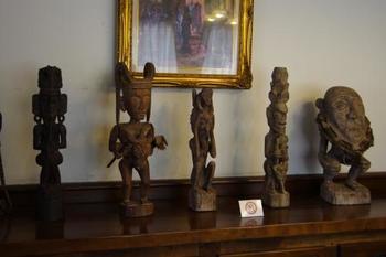 こちらはアフリカの美術品。クラシカルな異人館の中で、世界中の文化に触れることができます。