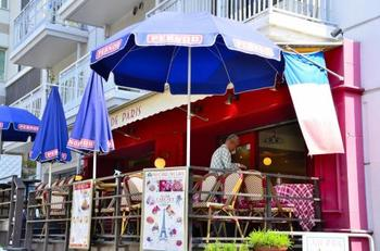 カフェやショップも「ここが日本?」とちょっと分からなくなってしまうようなお店がたくさんあります。ぶらっと立ち寄るのも楽しいですよ。