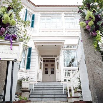 1871年(明治4年)にフランスの貿易商・グラシニア氏の自宅として建てられたグラシニア邸。現在はフレンチレストランとして、2016年にはミシュラン1つ星を獲得しています。