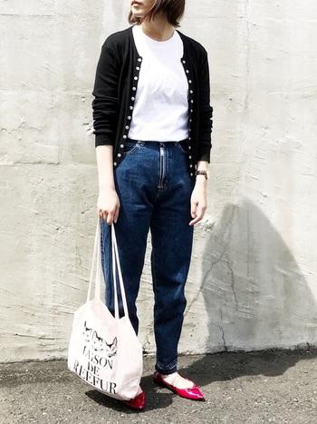 フレンチカジュアル好きの女性なら、みんなが持っていたと言ってもいいほど流行した「スナップカーディガン」。  今や定番のアイテムになっていますが、90年代ブームに後押しされてさらに人気に。どんなファッションにも似合うシンプルなデザインが魅力です。