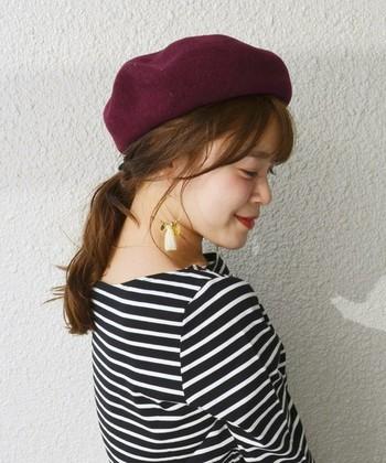 クラシカルな印象のベレー帽も秋色を♪ふんわり柔らかなヘアスタイルととてもよく合いますね。  コーディネートはあえてシンプルに。デニムやチェック柄パンツなど、少しメンズライクなものと合わせても◎です。