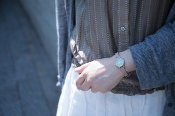 はんなりと、ゆるやかに流れる時間。女性らしさが匂い立つ、美しい腕時計です。