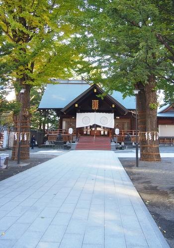縁結びにご利益があるといわれる北海道神宮の頓宮(とんぐう)※も、創成川の東側にあります。 ※頓宮…仮の宮のこと