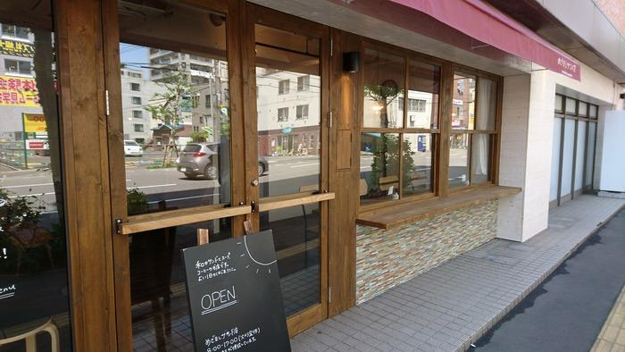 創成川から東に進んだところにある、素朴な雰囲気の店構えの和風サンドイッチ店。なんとこちらのお店、サンドイッチ店だけでなく、ゲストハウスという別の顔もあるのだとか!