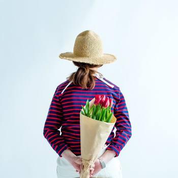 ボーダーカットソーを使った、フレンチマリンスタイルも得意。プレーンなボーダーカットソーをさらりと着るのはもちろん、スカーフなどの小物と合わせればジェーン・バーキン風の着こなしに♪