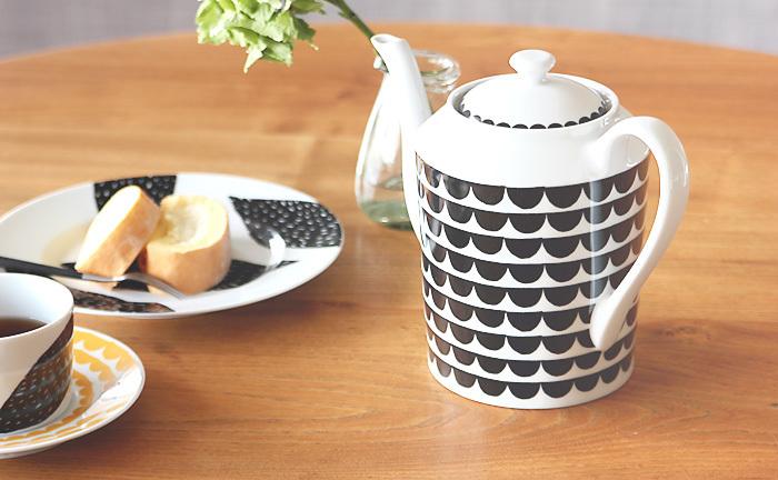 ■House of Rym(ハウスオブリュム) The wave(ブラック)  スウェーデンのブランド「House of Rym」のティーポット「The wave」は1700mlの大容量。人が集まるシーンにもぴったりです。温かみのあるレトロなデザインがとてもかわいいポットですね♪