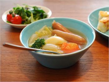 15cmのボウルは、汁物を入れるのにちょうどいい小鉢サイズ。片手で持ちやすいので、家族の人数分揃えておけば、毎日のスープ作りも楽しみになります。