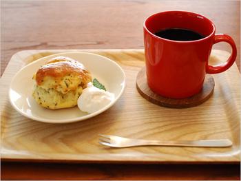 スイーツやドーナツなどをのせるのに丁度いい15cmプレート。普段の食卓の取り皿としても使いやすいサイズです。