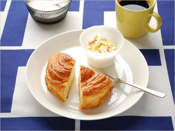シリーズの中でも、もっとも人気の高い23cm。 パスタにミニサラダを添えて、パンにヨーグルトとフルーツを添えて…など、ワンプレートに1品添えてオシャレに盛り付けられるサイズです。