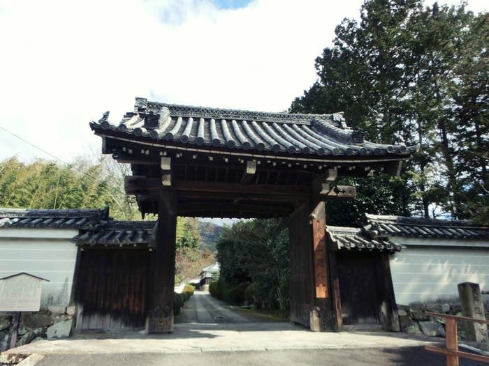 京都市山科区にある隋心院は、日本史上でも絶世の美女として知られる小野小町ゆかりの寺院です。