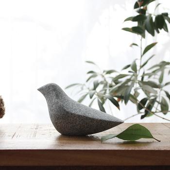 窓辺に置きたくなる愛らしいインテリアアイテム庵治石のバード「OISEAU」。