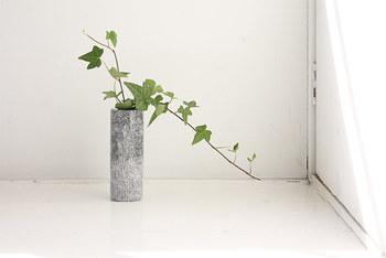 和洋、どちらのインテリアにもやさしくとけ込んでくれる石の花器。