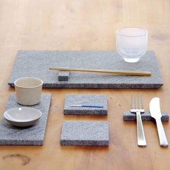 カトラリーレスト、コースター、プレート、マットなど食卓をより魅力的に演出してくれるテーブルウェアーのシリーズ「LINE 」。