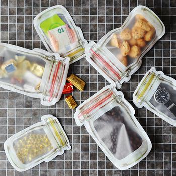 ガラスジャーのようなルックスがキュートなジッパーバッグ。お弁当と一緒に、飴やチョコレートなどのお口直しを入れたりするのにも便利です。手作りクッキーを入れて、お友だちにプレゼントしてみたり...色々とおしゃれで気の利いた活用法がありそうです。