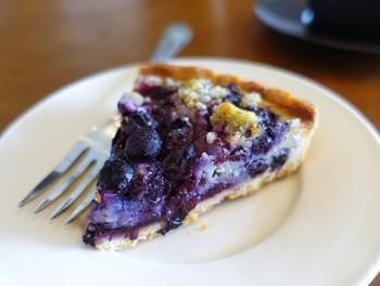 こだわりの食材をたっぷり使ったケーキに大満足。ひと口ひと口、大切に食べたくなります。 ※写真は「ブルーベリーのタルト」