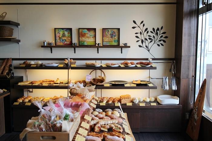 昔ながらのパンから、惣菜系、ハードパンなど充実したラインナップが魅力のお店です。