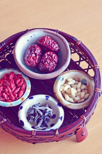 クコの実は、古くから中国で「不老不死の実」として薬膳に使われ、役立ってきました。海外では「ゴジベリー」と呼ばれ、スーパーフードとして健康・美容に敏感なセレブたちの間でも注目されています。