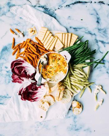 半端な野菜は、ゆでてつぶしてポタージュに。お肉を焼いたあとの肉汁は、飲み残しのワインを入れてソースに。食材を無駄なく使い切るのはもちろん、ちゃんと味にもこだわって最後までおいしくいただきます。