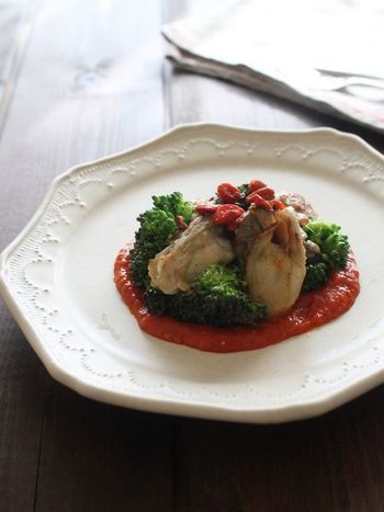 クコの実のトッピングだけでなく、トマトソースにもクコの実を使っています。牡蠣だけでなく、チキンなどのお肉にも合いそうですね。