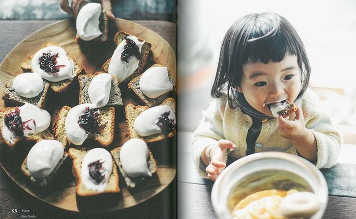 ちいさな女の子が、無邪気に頬張る姿…本当においしそうですね♪ パウンドケーキか野菜ブレッドに、生クリームとジャムか何かを乗せるのかしら? クリームチーズやサワークリームにフルーツでも良さそう。本から、ヒントをもらうことって、たくさんありますね。