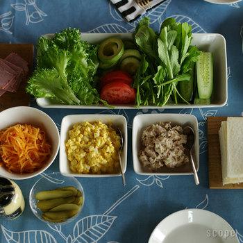深すぎず浅すぎない絶妙な深みは、どんな料理も盛り付けしやすく、テーブルの上にムダなく配置できるのも魅力。