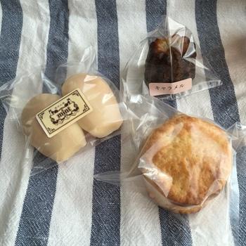 アイシングがかかっているマドレーヌや、しっとりとしたカヌレ、優しい味のスコーンなど、ひとつひとつにこだわりか感じられる焼き菓子を販売しています。