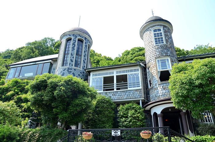北野の異人館は明治から昭和初期にかけて建築されました。そのうちのいくつかが現存しており、内部を見学したりカフェやレストランとして利用したりすることができます。