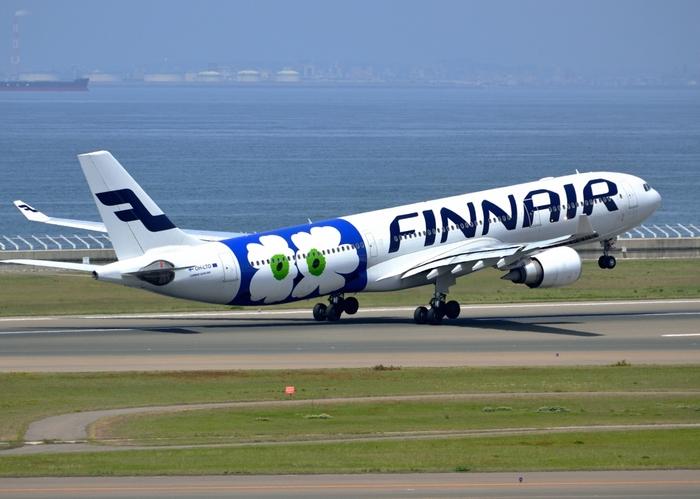 日本〜フィンランドなど北欧をはじめ、ヨーロッパの70都市を結ぶフィンエアー。キナリノ女子はもちろん、北欧好きな方は見ただけで乗りたくなってしまいそうな、マリメッコ柄の機体!「空飛ぶウニッコ」「空飛ぶお花畑」とも呼ばれています。