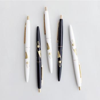 イラストレーターのノリタケ氏が手掛けた、ノック式の油性ボールペン、GROWN PEN。