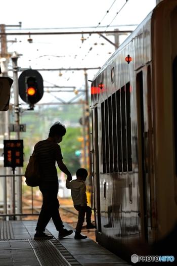 電車のホームや車内は、人とのコンタクトが多い場所です。心が苛立ったままでは、乗り合わせた人によっては不快な気分になってしまうこともありますよね。