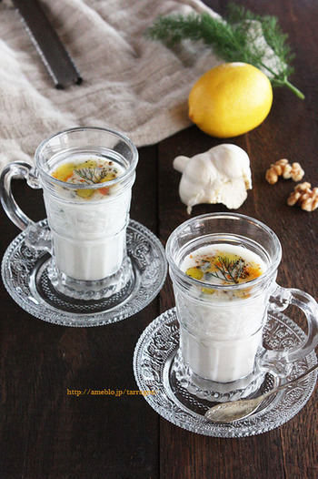 ブルガリアではポピュラーな「タラトル」はアイリャンを基本に、にんにくやきゅうりなどを足してスープのように飲みます。