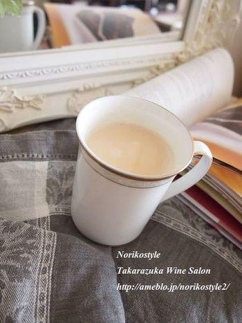 ■バニラロイヤルミルクティー ミルクティにバニラビーンズを加えて、ひと工夫。いつもより、甘~い気分を味わいたいときにおすすめです。
