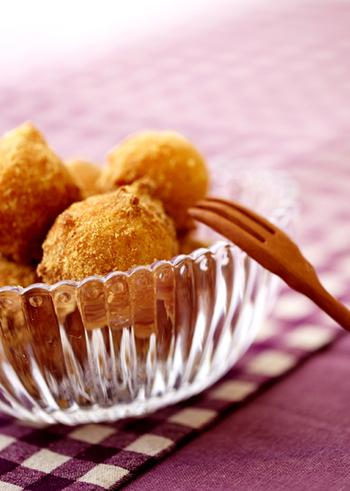 絹ごし豆腐で作るドーナツで、作り方もとても簡単!仕上げにきな粉をまぶして香りも楽しめます。