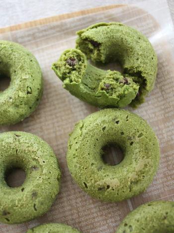 とことん身体に優しい素材で作るドーナツ。菜種油や粗製糖、豆乳などを使います。