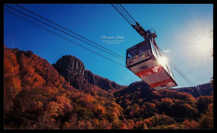黒岳にはロープウェイがあるため、窓の外に広がる素晴らしい景色を眺めながらロープウェイで山頂付近までたどり着くことができます。