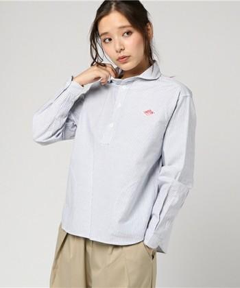 定番ものの他にも、1枚で様になるようなシャツもおすすめ。ボトムにインしても良いですね。
