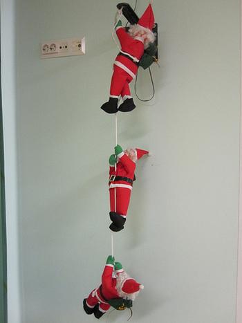サンタや、妖精、動物などの人形たちは、毎年少しずつ集めて飾ると楽しみが増えますね。